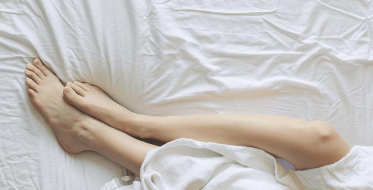 ベッド_足