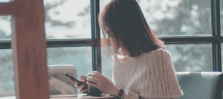 携帯電話_女性の横顔
