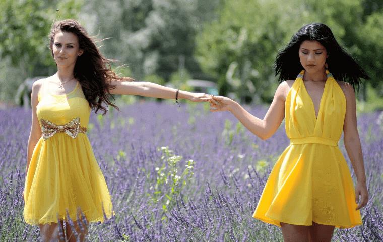 2人の女性_ドレス